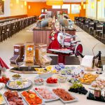 HOW-TO-EAT-WELL-AT-A-FREE-HOTEL-BREAKFAST-BUFFET-WITHOUT-EMBARRASSING-YOURSELF